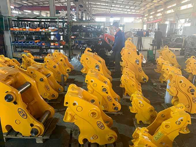 hydraulic quick couplers for excavators-JIANGTU Workshop scene