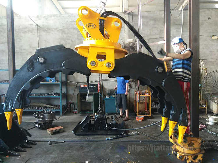 Production scene of rock grab stone grapple,hydraulic excavator rotating grapple