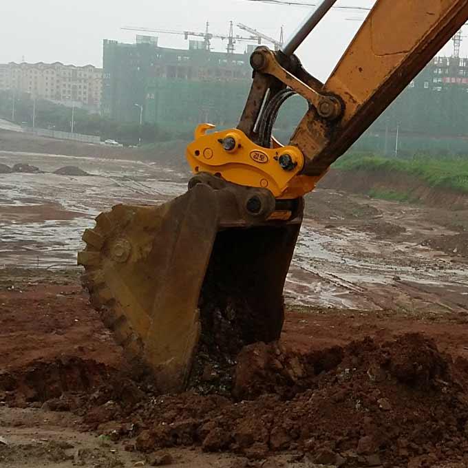 Excavator quick couplers for every type of bucket
