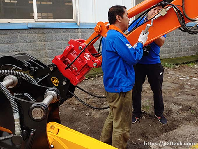 Gallery-of-power-tilt-hitch-for-excavators-or-backhoes-JIANGTU-Hydraulic-Tilting-Quick-Coupler