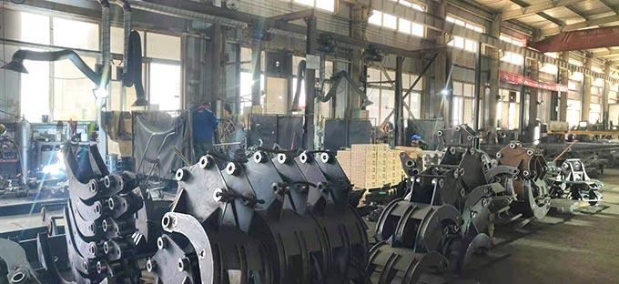 Work-scene-of-woodlog-grabs-manufacturer-China