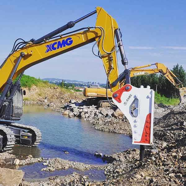 excavator-rock-breaker-in-mining-applications